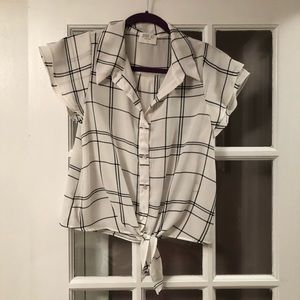 Tie front button down short sleeve top size small